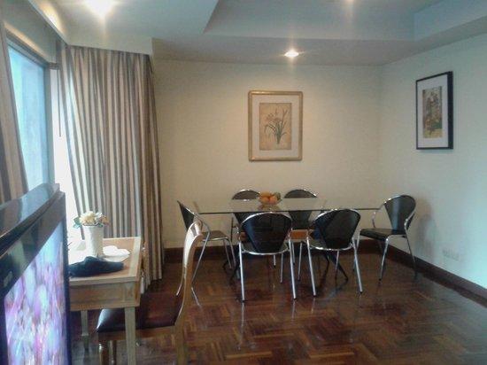 Best Comfort: Dinning area in the suite