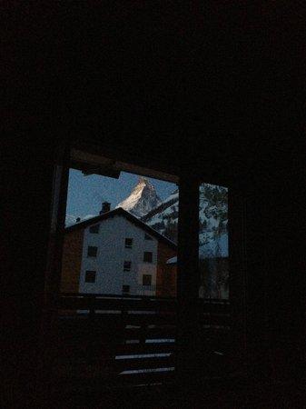 Sunstar Style Hotel Zermatt : Blick vom Bett am morgen