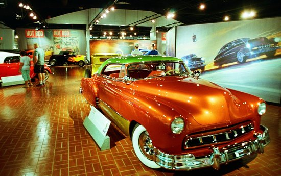 Gilmore Car Museum : Special temporary exhibit on Customs and Hot Rods