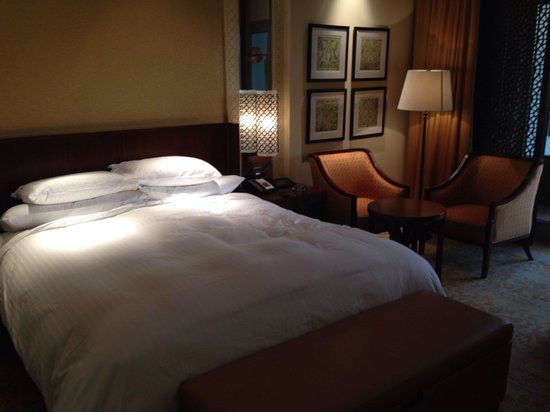 The Ritz-Carlton, Dubai : Lovely bed!!