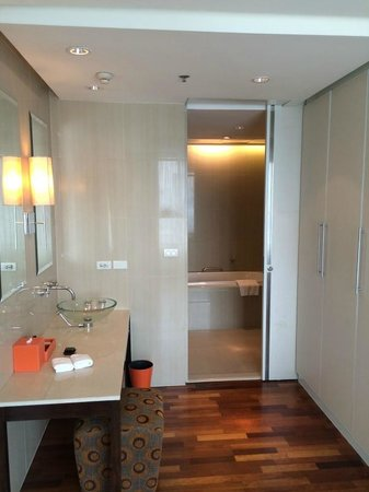 Natural Ville Executive Residences: Bedroom - Bathroom