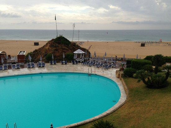 Hotel Algarve Casino: Swimming Pool with the Beach
