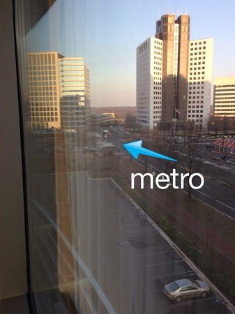 Bethesda North Marriott Hotel & Conference Center: View from our room. See the metro!