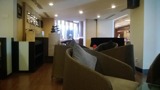 Hotel Santika Pandegiling Surabaya: Resto
