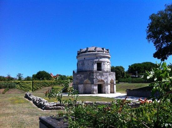 Mausoleo di Teodorico : esterno