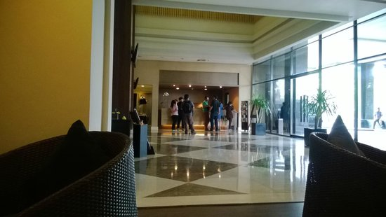 Hotel Santika Pandegiling Surabaya: Lobby