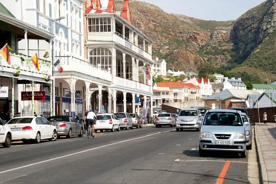 Simon's Town Quayside Hotel and Conference Centre : Arredores do hotel.