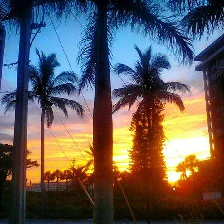 Siesta Beach Resort & Suites: Pretty Sunset