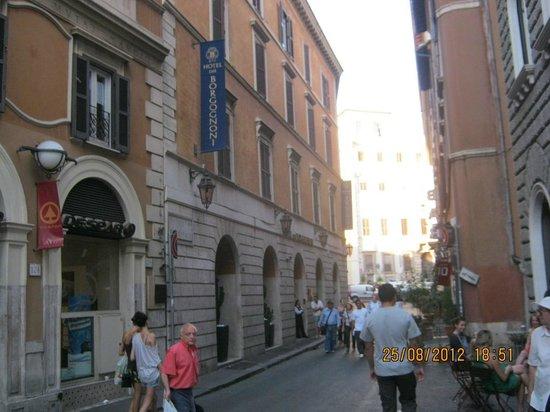 Hotel Dei Borgognoni: Calle