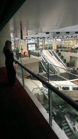 Pullman Guangzhou Baiyun Airport : 3rd floor looking into lobby