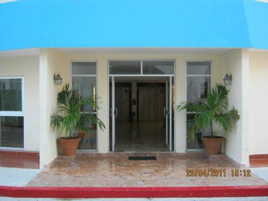 Calypso Hotel: Entrada