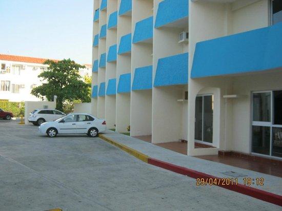 Calypso Hotel: Parking
