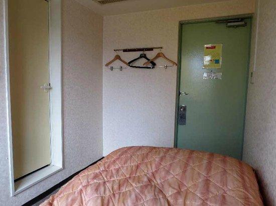 Business Hotel G&P: 6 シングル客室(ドア側)