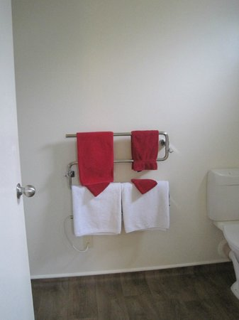 City Centre Motel: Towel rack/warmer