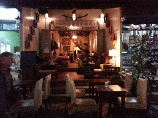 Boat Bar - Restaurant: Boat Restaurant
