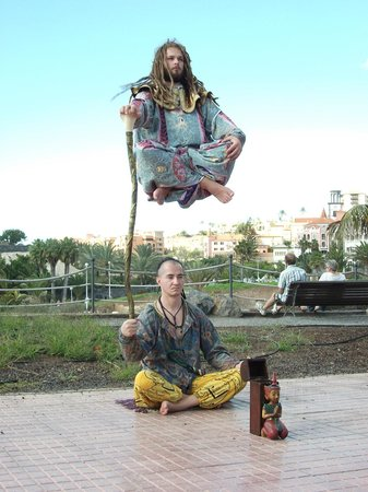 Fanabe Costa Sur Hotel: Street entertainment not far from hotel (pretty amazing don't know how it's done!!)