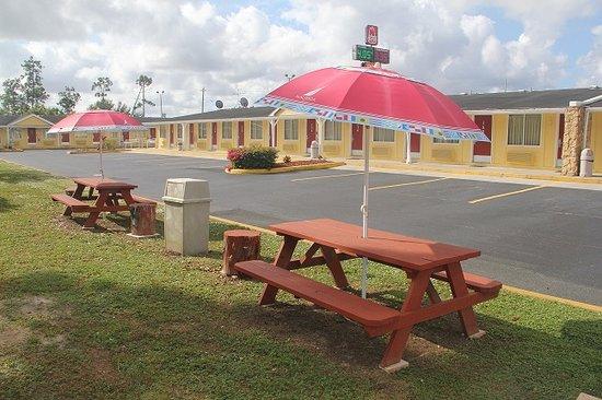 Knights Inn Punta Gorda : picnic area