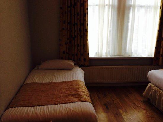 Whites Hotel: Single