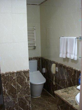 Kempinski Hotel Khan Palace: 風呂03