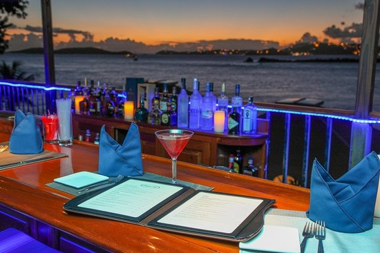 Gallows Point Resort : Bar with best sunset views in St John