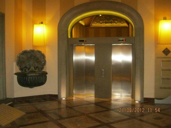 Grand Hotel Cavour: Entrada
