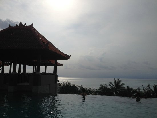 Mercure Kuta Bali: beautiful sunset from the pool