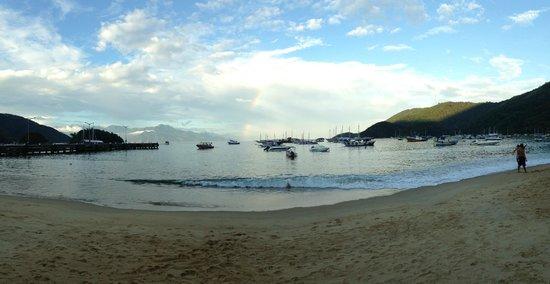 Lonier Praia Inn Flats: Vista da paia em frente ao hotel