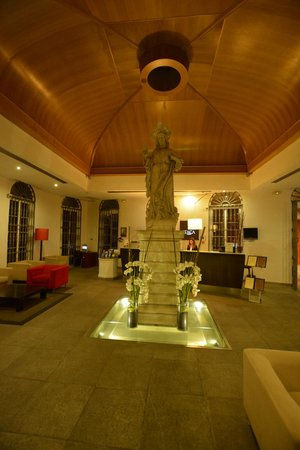 Itaca Hotel Jerez: The lobby is very welcoming and cosy