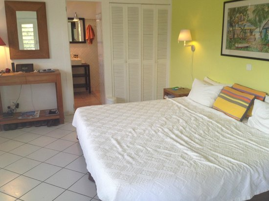 Hotel Le Village St Barth: Bedroom of our Standard Garden Cottage