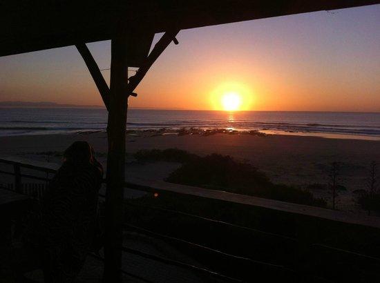 Island Vibe Jeffrey's Bay: Varanda da suite e o nascer do sol!