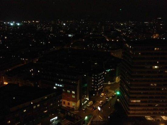 Pullman Paris Montparnasse: vue de la chambre la nuit