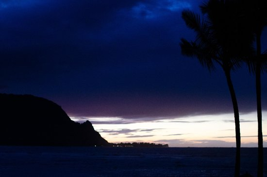 St. Regis Princeville Resort: Sunset from the pool
