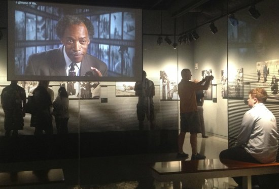 Newseum : The Pulitzer picture exhibition