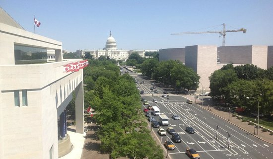 Newseum : The superb view from the 6th floor terrace