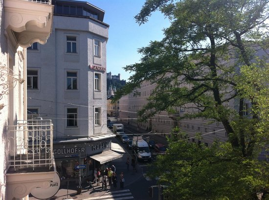 Hotel am Mirabellplatz: View from room balcony towards Salzburg castle.