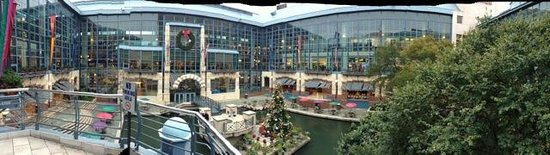 Shops at Rivercenter: River Center Mall view