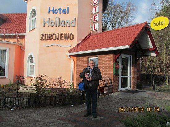 Hotel Zdrojewo: przed hotelem dzień odjazdu
