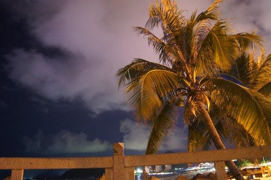 South China Hotel: на пляже