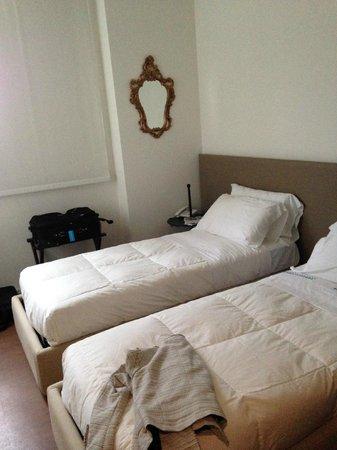 Dimora Novecento Roma - Suite & Breakfast : Twin bed room