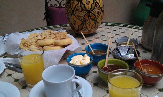 Riad Imilchil: Breakfast!