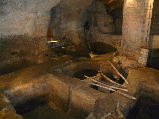City of Caves (Tigguo Cobauc): Nottingham caves: a old Tannery