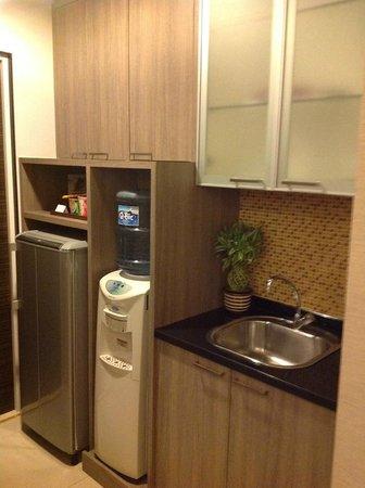 Aston Balikpapan Hotel & Residence: Kitchen at Room