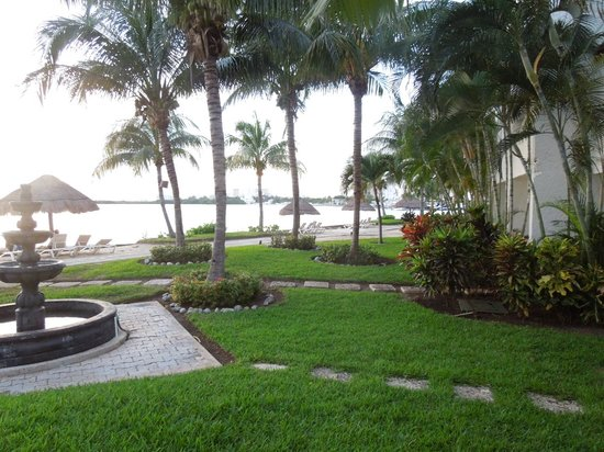 Sunset Marina Resort & Yacht Club : Outside our room