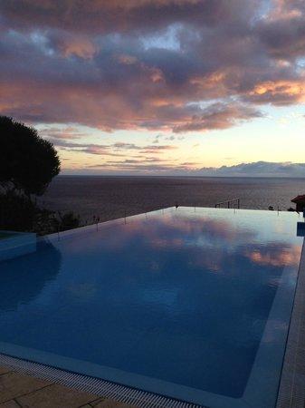 Estalagem Ponta do Sol: Вечер, бассейн