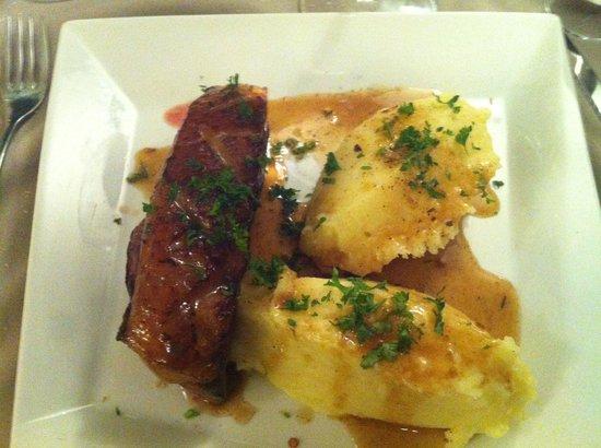 Les Saisons : Magret de canard très belle cuisson et purée très agréable.