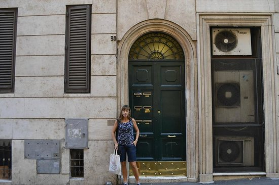 La Piccola Maison: entrance