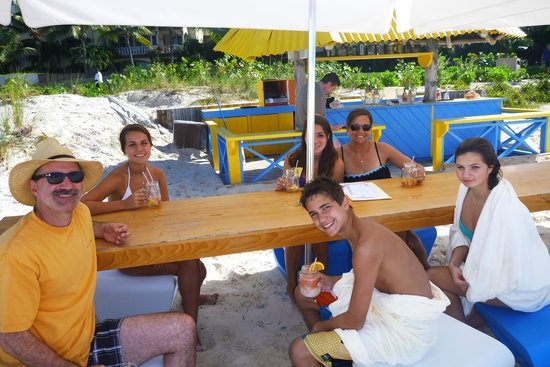 Grace Bay Club: Jar -  bar on the beach