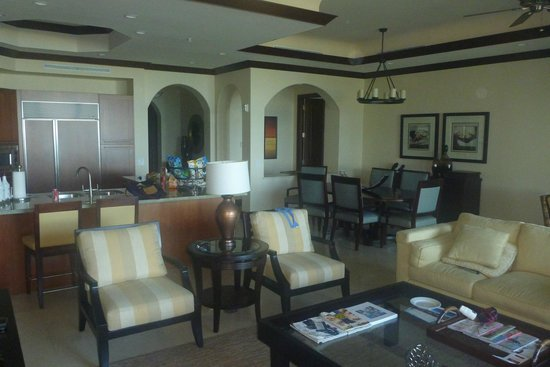 Grace Bay Club: estates living room