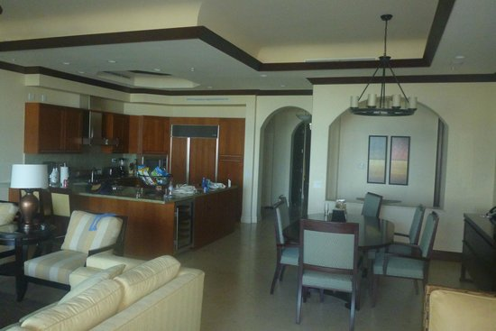 Grace Bay Club: estates kitchen