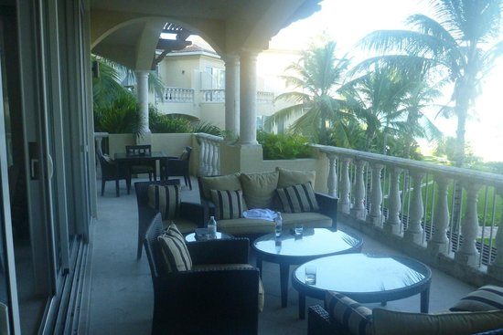 Grace Bay Club: estates balcony